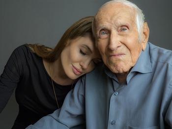 Unbroken-Angelina_Jolie-Louis_Zamperini.jpg